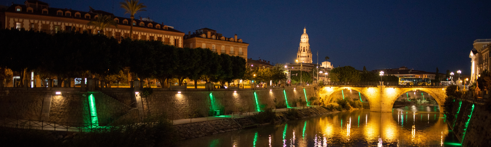 Cameo FLAT PRO series illuminates the riverbanks in Murcia, Spain